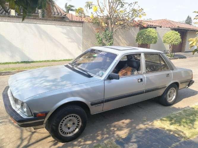 Automóvil sedán, silver edition, antiguo funcionando bien, papeles al día. 1548015197