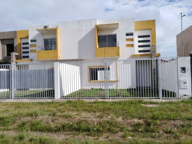 Casa de 2 plantas zona este,  urb,cotoca843477559