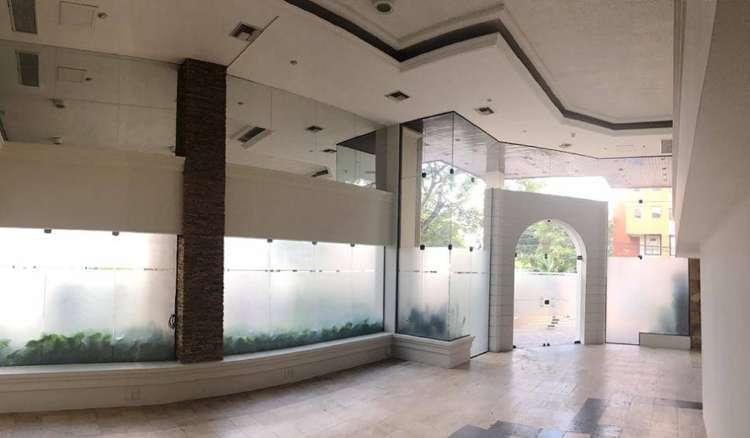 Hermoso local comercial en alquiler sobre av. san martín (equipetrol)2123917482
