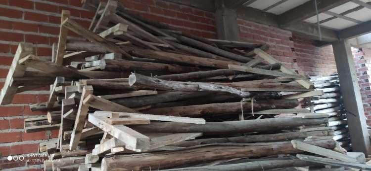 Puntales más cabezales de madera en venta478389005