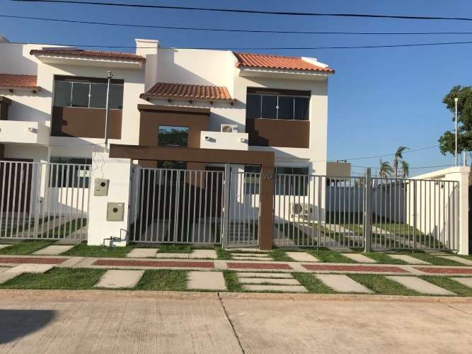 Renatta schaimann vende: de ocasión en esquina preciosa casa de dos plantas 1334710115