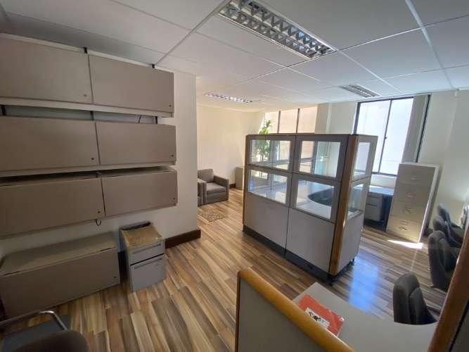 Alquilo oficina en calacoto - la paz, cel: 720000751081652411