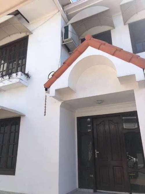 Renatta schaimann alquila: casa de dos plantas cómoda y funcional2058789064