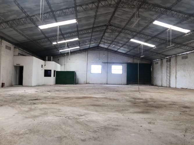 Zona norte y comercial alquilo: amplio y cerrado galpón  1287495424