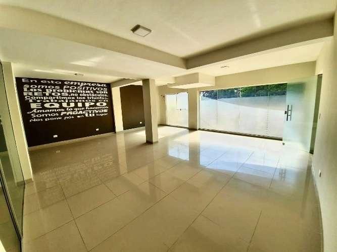 En equipetrol bonito y funcional local comercial  549302064