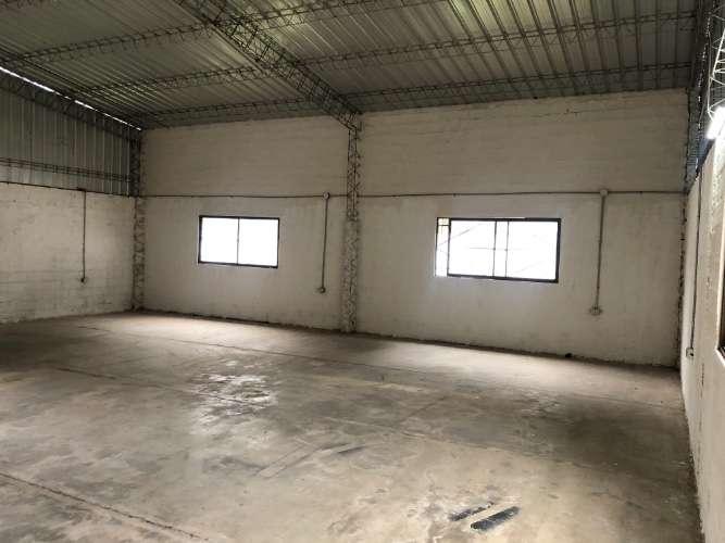 En zona comercial funcional galpón con oficinas 75309998