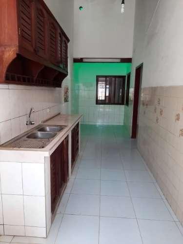 Renatta schaimann alquila: sobre avenida preciosa y amplia casa de una planta1699732243
