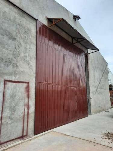Sobre avenida espacioso galpón en el parque industrial 956584357