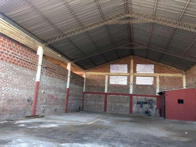 Zona sur alquilo funcional tinglado sobre avenida 1570996033
