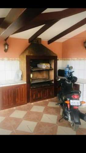 Casa de 4 dormitorios en zona este vendo1945123173