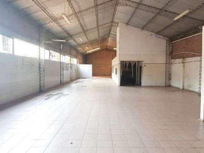 C21 blu alquila galpón con  superficie cubierta,  oficinas y departamento1520754013