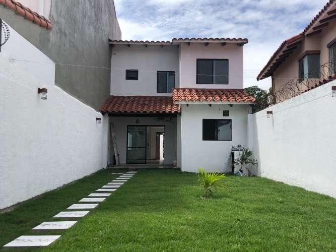 En zona norte vendo: preciosa casa de dos  plantas1087184615
