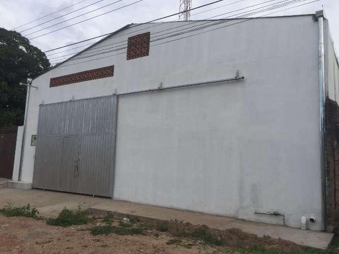 Sólo galpones alquila: en zona comercial galpón completamente cerrado 203266456