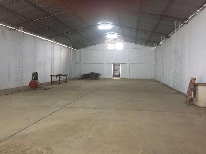 Sólo galpones alquila: en zona comercial galpón completamente cerrado 537745042