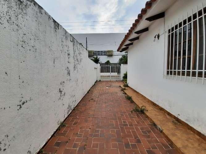 Vendo de ocasión en zona estratégica en esquina funcional casa de una planta 247472820