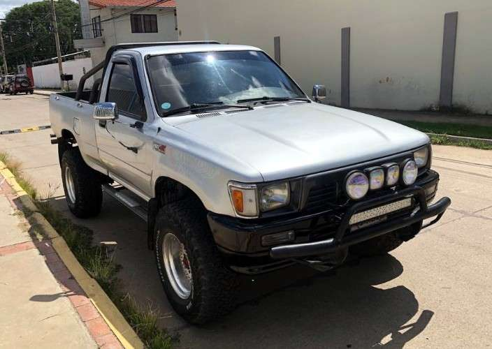 Hermosa toyota hilux, motor 22r, 4x4, a/c, muy conservada1826825363