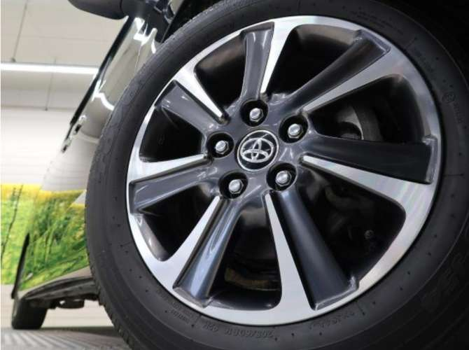 Toyota noah dba zrr80w. 1007416338