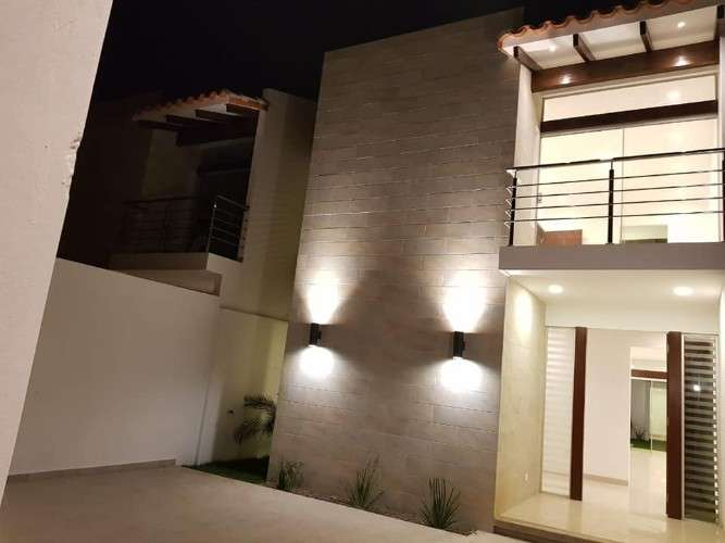 Sobre avenida..!!!casa con 4dormitorios en suite-ref:785277012100514641