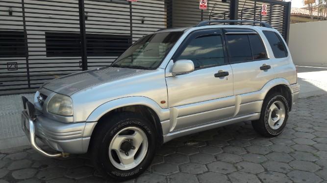Tumomo Com Vagoneta Suzuki Escudo 2000