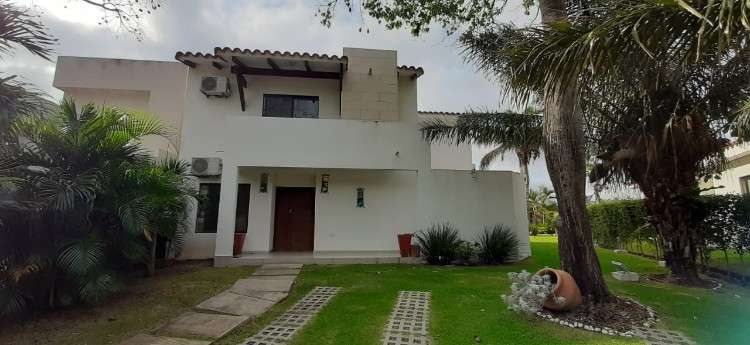 Casa en anticretico z-norte1744600229