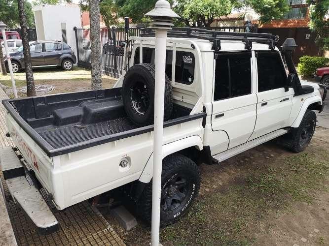 Hermosa camioneta land cruiser a diésel versión dubai 201522778315