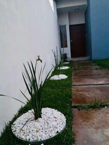 Casa a estrenar en venta en la urb. rosas del este, a lado del condominio la casona, z/ carretera a cotoca512494776