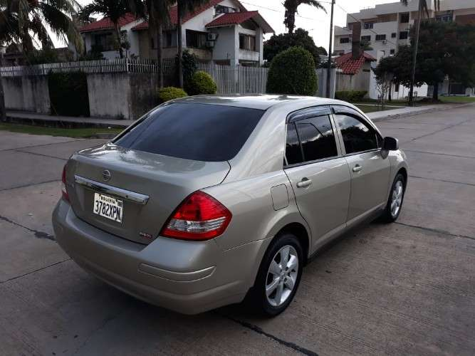 Vendo o permuto auto nissan tiida 2015 importado por nibol 1296984382