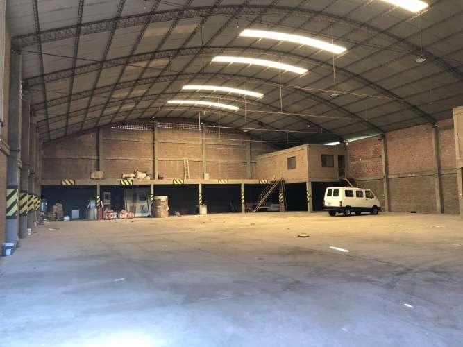 En el parque industrial espacioso galpón con oficinas907592530