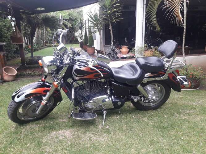 Honda shadow 1100cc. sabre 20052125529088