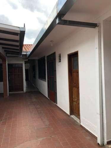 Casa en venta  o permuta av. irala zona blacuk y estadio tahuichi  1972947960