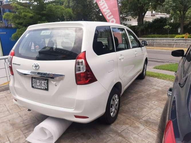 Toyota avanza ideal para traslados con la familia2125993974