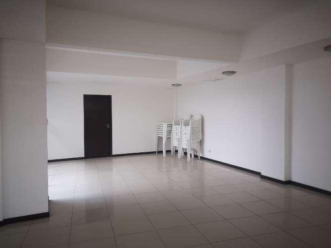 Avenida busch y 4to anillo, en edificio costanera958577235