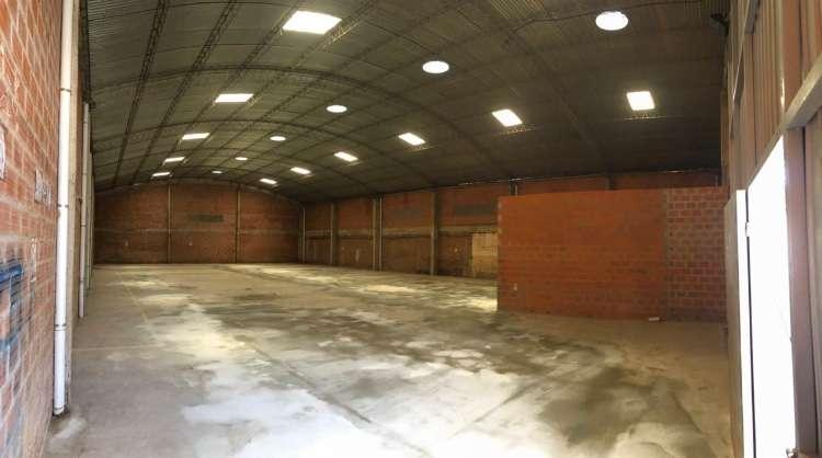 Zona norte alquilo espacioso galpón con oficinas 456789389