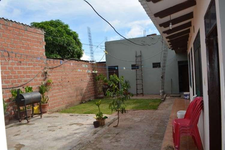 sobre avenida negocio y vivienda1227815987