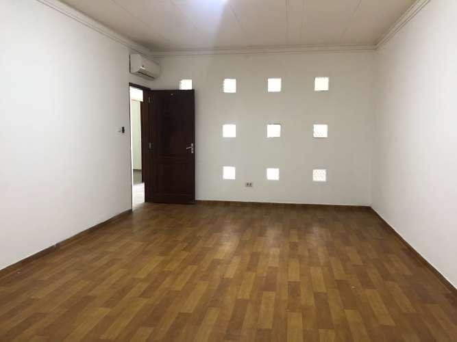 Zona comercial alquilo depósito amplio con oficinas 1647783629