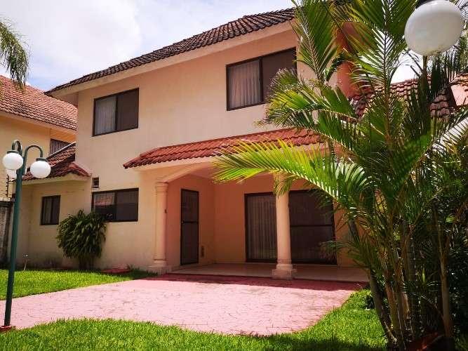 Casa en alquiler en barrio las palmas (3 dormitorios)1062738412