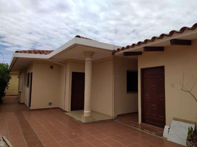 Hermosa casa de dos departamentos más negocio1591884409