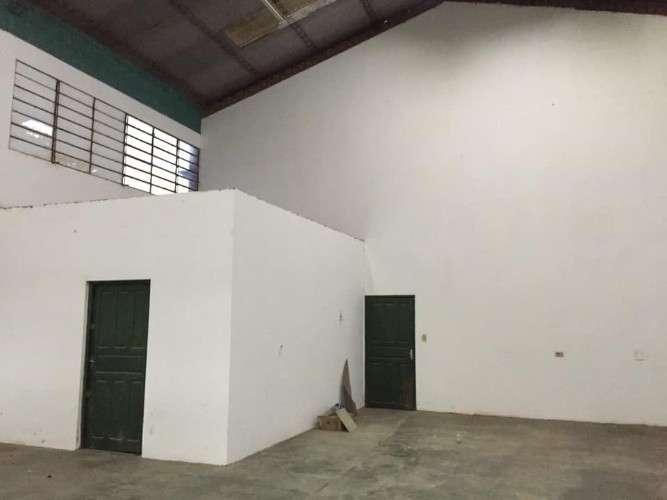 Renatta schaimann vende: terreno amplio con galpón y vivienda sobre avenida comercial156959842
