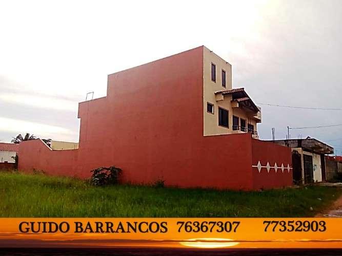 Venta linda casa de 2 plantas a 100 metros de la av. doble via a la guardia km8 con 300m2.672548828