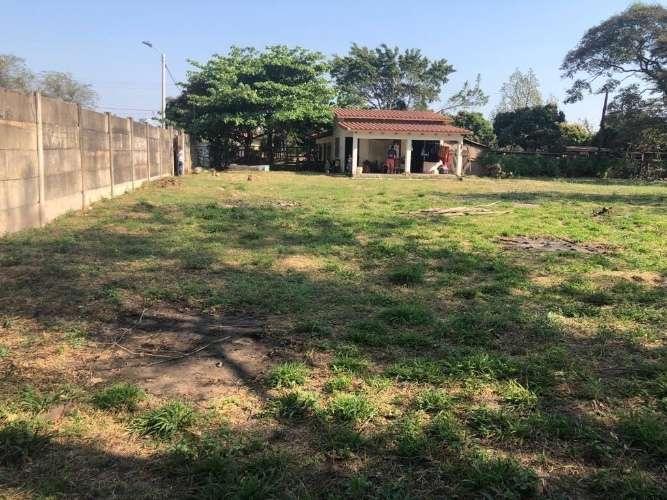 Terreno amplio zona norte sobre avenida en zona universitaria 707866027
