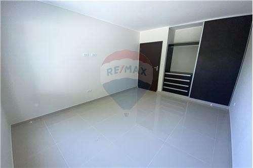 Casa en venta zona oeste av pirai 5to anillo1274486216