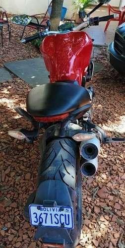 Vendo moto #ducaty #monster de tienda unico dueño recorrido 8000km ?motor 1200 cc año 2014  ?147 caballos de fuerza  ?frenos abs suspensión ajustable  ?tres modos de manejo confort, city, sport precio 10500$us cel 75018362 635159862