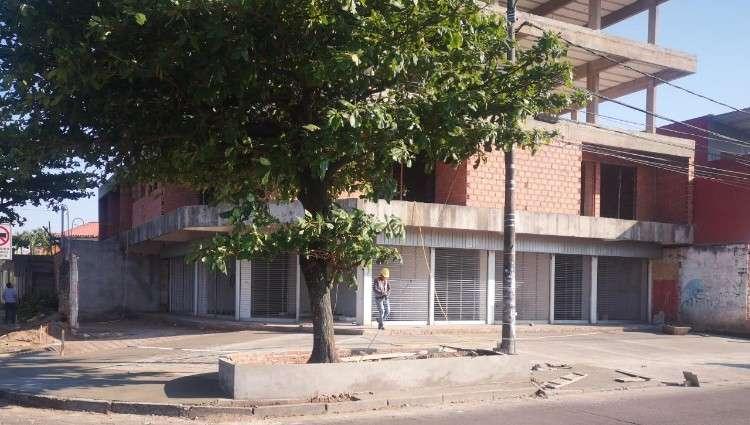 Local comercial en av. pirai esq. av. iberica1774340110