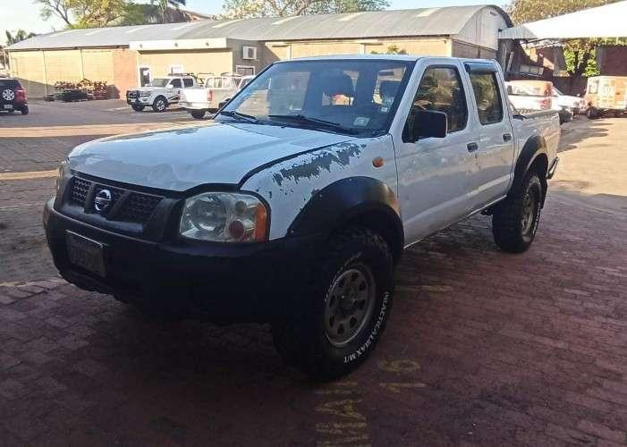 Camioneta 4x4 a palanca- nissan frontier dx 20107205523
