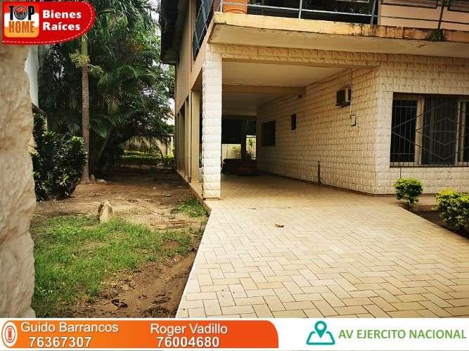 Amplio terreno con vivienda sobre avenida!! en venta1562321742