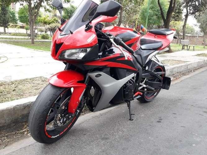 Remato moto honda cbr 2007 en 4.500 bs ! 571945255