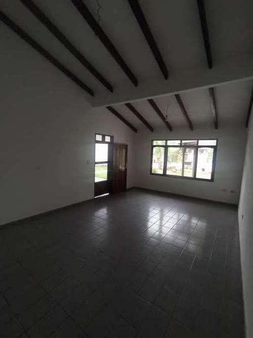 Alquilo casa semi-independiente817771484