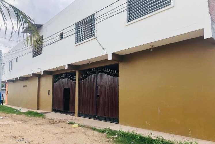 Casa comercial sobre avenida jenecheru zona pampa de la isla1017513655