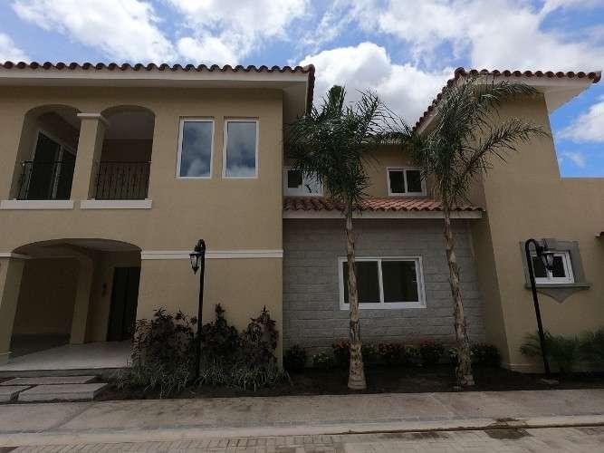Casa de lujo en condominio cerrado419216544