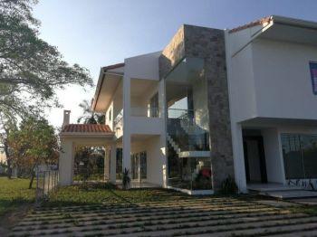 Hermosa Casa En El Urubó A 5 Minutos De